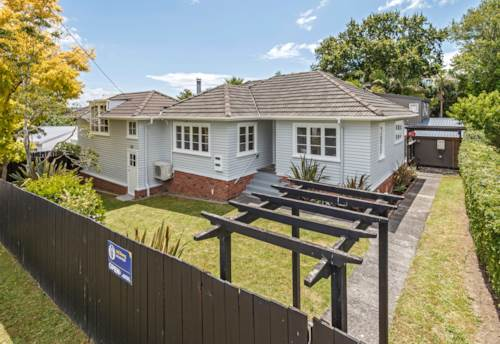 Takapuna, Everything you need is on your doorstep, Property ID: 803295 | Barfoot & Thompson