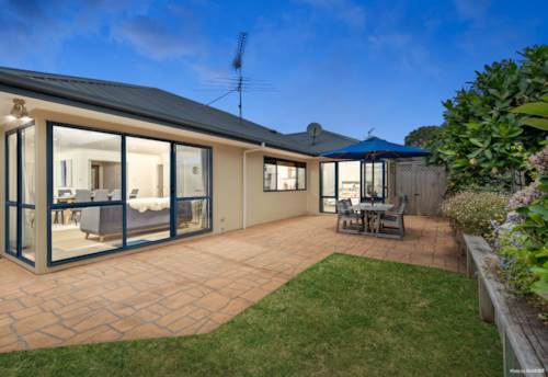 Pukekohe, A LIFESTYLE TO REALLY LOVE!, Property ID: 805090 | Barfoot & Thompson
