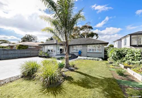 Manurewa, MIXED HOUSING SUBURBAN BEAUTY ON 756m² (MOL) SITE, Property ID: 805137 | Barfoot & Thompson