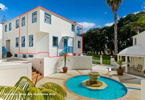 Orewa, Beachfront Townhouse ~ Your Own Staycation, Property ID: 805037   Barfoot & Thompson