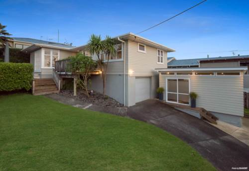 Forrest Hill, House Located Near Beach!!, Property ID: 15002342 | Barfoot & Thompson