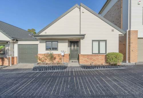 Te Atatu South, STARTING OUT OR DOWNSIZING?, Property ID: 805054 | Barfoot & Thompson