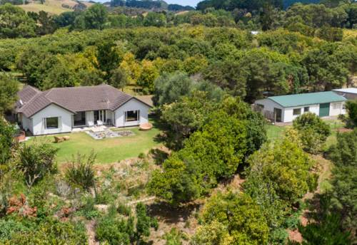 Helensville, Quality Maddren Home Set on 13 Acres!, Property ID: 805760 | Barfoot & Thompson