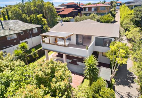 Pt Chevalier, SUPER-SIZED BY THE SEA, Property ID: 806193 | Barfoot & Thompson
