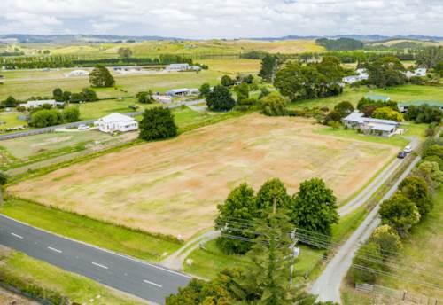 Waipu, Develop or Landbank opportunity in the heart of Waipu, Property ID: 806501 | Barfoot & Thompson