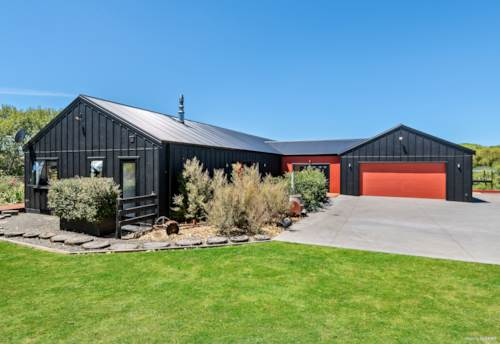 Wainui, The X AND The WOW Factor!, Property ID: 806486 | Barfoot & Thompson