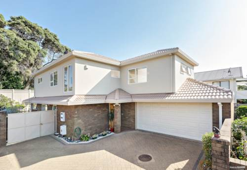 Onehunga, Privacy and Position, Property ID: 806655 | Barfoot & Thompson