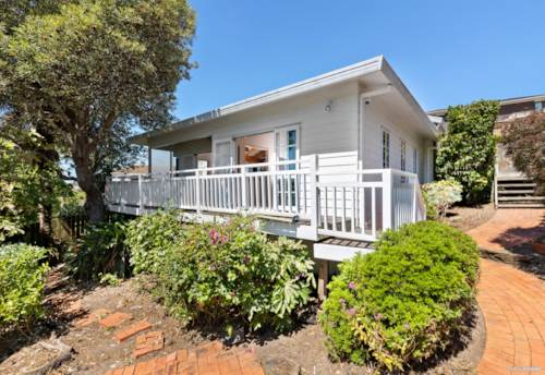 Browns Bay, A private and cozy property in Rangitoto College Zone, Property ID: 805686 | Barfoot & Thompson