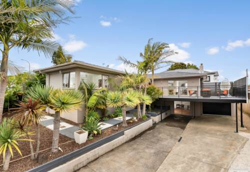 Bucklands Beach, Beauty in Zone BBI with sea view, Property ID: 806344 | Barfoot & Thompson