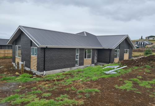 Pukekohe, Huge home on huge section, Property ID: 801977   Barfoot & Thompson