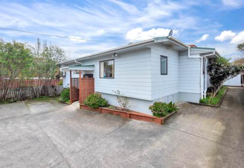 Henderson, Freehold 3 Bedrooms + 2 Bathrooms in Great Location, Property ID: 806513 | Barfoot & Thompson