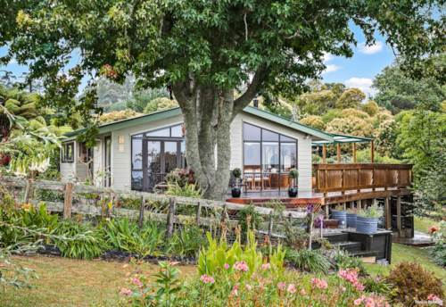 Clevedon, A peaceful & private country oasis on 3.4 acres, Property ID: 806351 | Barfoot & Thompson