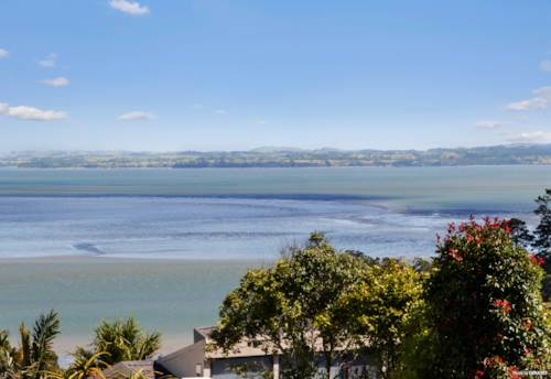 Mt Roskill, A Gem with Sea Views!, Property ID: 806692 | Barfoot & Thompson