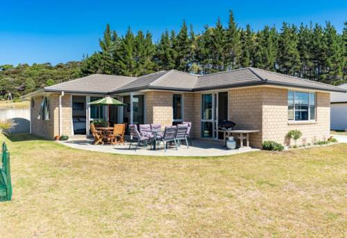 Mangawhai Heads, IMMACULATE HEADS BRICK AND TILE, Property ID: 807140 | Barfoot & Thompson