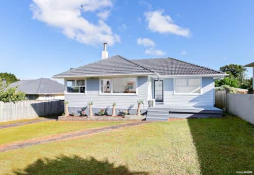 Te Atatu South, Classic Bungalow Beauty, Property ID: 807078 | Barfoot & Thompson