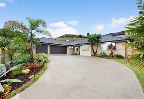 Pukekohe, GORGEOUS LIVING AT ITS BEST!, Property ID: 807032 | Barfoot & Thompson