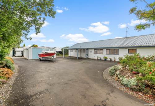 Waiuku, INVESTMENT OR LIFESTYLE - YOUR CALL !, Property ID: 806923 | Barfoot & Thompson