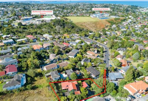 Browns Bay, Large Property with Development Potential and Sea view, Property ID: 807160 | Barfoot & Thompson