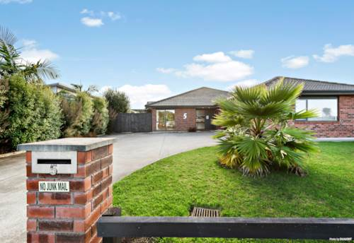 Pukekohe, Luxurious Living in Newsham Park, Property ID: 807177   Barfoot & Thompson