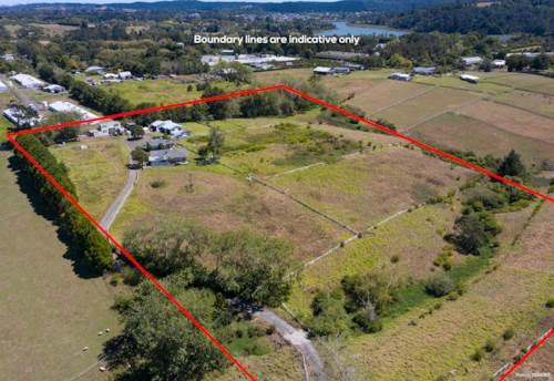Whenuapai, Substantial Home&Income of 4Ha, Heart of Whenuapai Location, Property ID: 807221 | Barfoot & Thompson