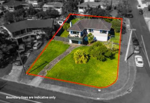 Te Atatu South, LOVELY HOME WITH CITY LIGHTS OR ENTRY LEVEL PROJECT?, Property ID: 807267 | Barfoot & Thompson