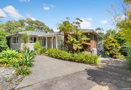 Te Atatu South, A Family Haven, Too Good To Miss!, Property ID: 806988 | Barfoot & Thompson
