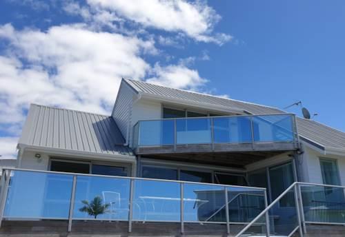 Te Atatu Peninsula, Sea views Dream home, Property ID: 20005676 | Barfoot & Thompson