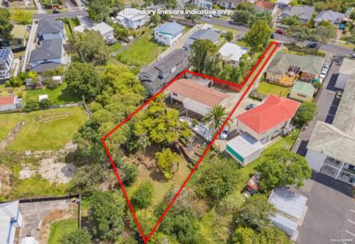 New Lynn, Family Home on 1027m2 Suburban Land!, Property ID: 807406 | Barfoot & Thompson