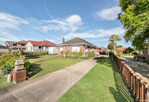 Papatoetoe, HOME AND INCOME  WITH POTENTIAL, Property ID: 807443   Barfoot & Thompson