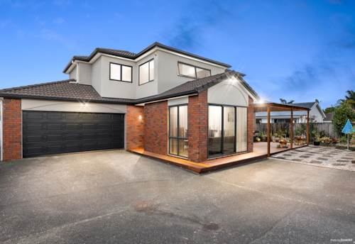 Papakura, Spacious big family home with 2 Masters, Property ID: 807611 | Barfoot & Thompson
