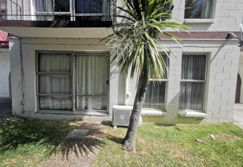 Mt Albert, Newly Renovated 2 BEDROOM UNIT MT ALBERT, Property ID: 24002386 | Barfoot & Thompson
