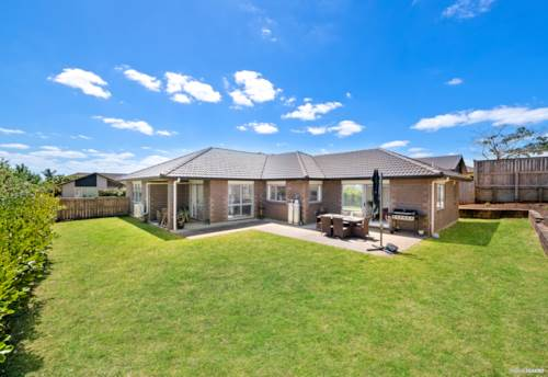 Pukekohe, Perfect private stylish large home, Property ID: 807853 | Barfoot & Thompson