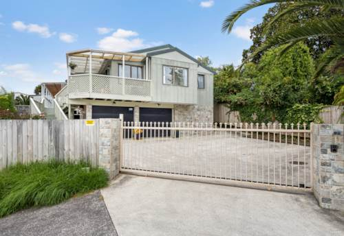 Te Atatu South, Extended Family or Extra Income, Property ID: 807908 | Barfoot & Thompson