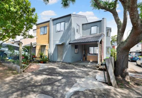Henderson, Freehold Townhouse, Property ID: 807782 | Barfoot & Thompson