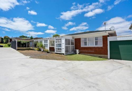 Howick, Warm Home , Property ID: 72003472   Barfoot & Thompson