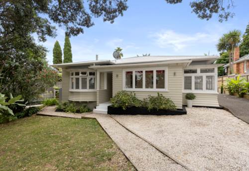 Devonport, SWOOP IN AND SCOOP ME UP!, Property ID: 807824 | Barfoot & Thompson