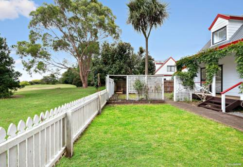 Wattle Downs, AFFORDABLE HOME BACKING ONTO GOLF COURSE, Property ID: 808279 | Barfoot & Thompson