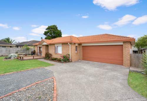 Papakura, Single-level Brick & Tile Home on Flat 684 sqm Section, Property ID: 808097 | Barfoot & Thompson