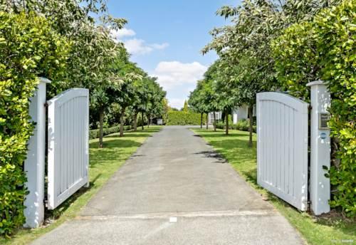 Kumeu, RURAL LIFESTYLE - URBAN CONVENIENCE!, Property ID: 808013 | Barfoot & Thompson