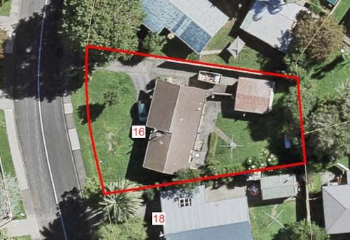 Papakura, This road frontage 1970s home, Property ID: 808358 | Barfoot & Thompson