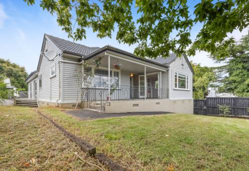 Mt Albert, LARGE FAMILIES, WORK FROM HOME OR INVESTORS, Property ID: 808566 | Barfoot & Thompson