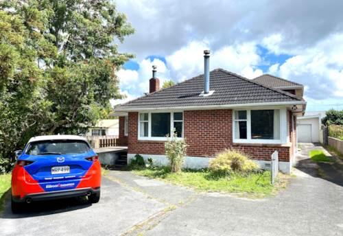 Te Atatu South, FAMILY HOME CLOSE TO EVERYTHING!, Property ID: 77004235   Barfoot & Thompson