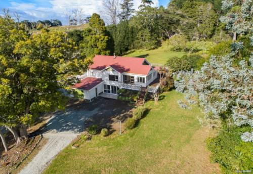 Wellsford, LARGE FARMHOUSE ON 2.8 HECTARES, Property ID: 807623 | Barfoot & Thompson