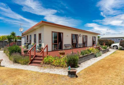Mangawhai Heads, Versatile Family Gem with loads of Deck Appeal, Property ID: 57002072 | Barfoot & Thompson