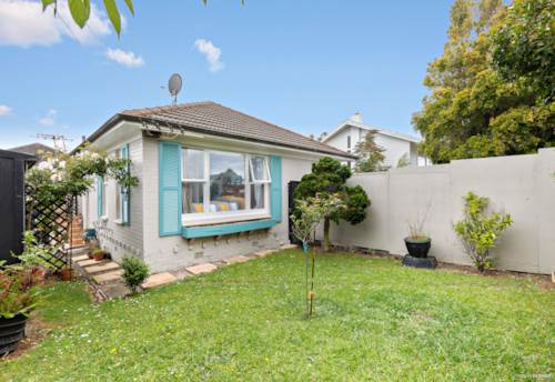 St Johns, LOVELY 2 BEDROOM UNIT IN A PRIME LOCATION , Property ID: 45002524 | Barfoot & Thompson