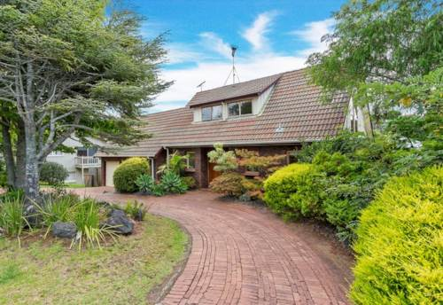 Mellons Bay, Perfect family home in Macleans zone, Property ID: 17002530 | Barfoot & Thompson