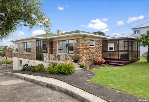 Birkenhead, Classic Brick Home Subdivision potential, Property ID: 808274 | Barfoot & Thompson