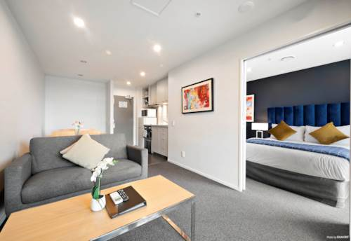 Manukau, High in the sky plus 1 SECURE CARPARK, Property ID: 808799 | Barfoot & Thompson