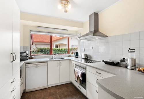 Stanmore Bay, *Motivated Vendor - Property Must Sell, Property ID: 808757   Barfoot & Thompson