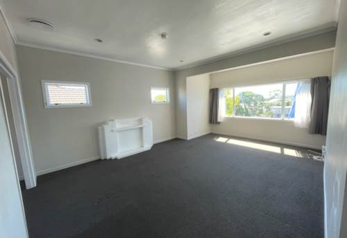 Mt Roskill, Large Home Close to Parks & Schools, Property ID: 50003281 | Barfoot & Thompson